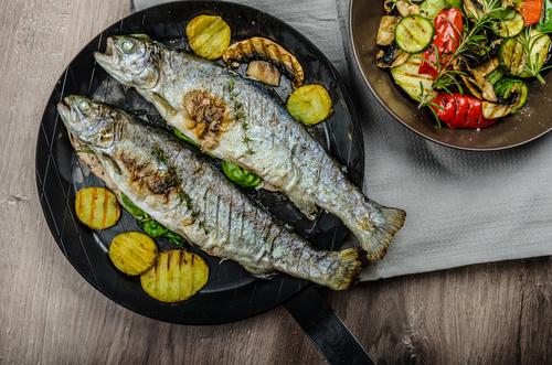 Рибка със зеленчуци на грил - много любима и вкусна комбинация